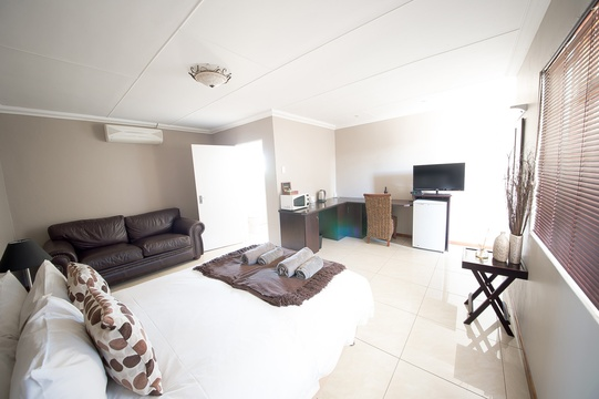 All our double bed rooms have a couch and a kitchenette with bar fridge, microwave and coffee/tea station. All the rooms has a flat screen television with quite a few more dstv channels than the normal guesthouse bouquet.